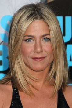 Jennifer Aniston hair frame/layers around face