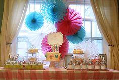 Spa Party: The perfect at-home spa birthday party with free printables and party games and ideas. Spa Birthday Parties, Birthday Party Favors, 28th Birthday, Puppy Birthday, Kid Parties, Rainbow Spa, Makeover Party, Creative Birthday Ideas, Girl Spa Party