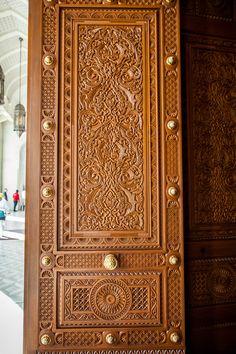 The Grand Mosque, Muscat, Oman Home Door Design, Door Gate Design, Door Design Interior, Wooden Front Door Design, Wooden Doors, Tor Design, Traditional Front Doors, Ideas Prácticas, Cool Doors