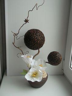 Одноклассники Burlap Flowers, Diy Flowers, Coffee Bean Art, Topiary Trees, Coffee Crafts, Flower Boxes, Ikebana, Floral Arrangements, Diy And Crafts
