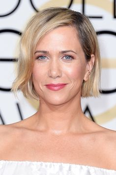 Kristen Wiig proved once again that short hair suits her. The deep side-part helped give her bob some dynamic texture. To create shine, stylist Andy Lecompte applied Wella Professionals LuxeOil Light Oil Spray as a finishing touch.