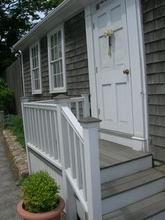 Front door steps ideas backyards 59 New ideas Front Porch Deck, Porch Stairs, Small Front Porches, Front Porch Design, Exterior Stairs, Outdoor Stairs, Side Porch, Decks And Porches, Small Backyard Decks