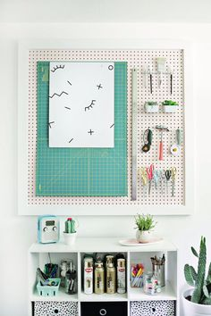 Pegboard organization inspiration for a lovely creative space Sewing Room Organization, Craft Room Storage, Organization Hacks, Organizing Tips, Storage Ideas, Office Storage, Craft Rooms, Office Desk, Deco Studio