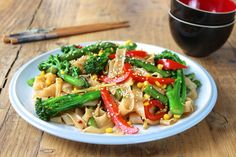 Makaron smażony z warzywami po chińsku