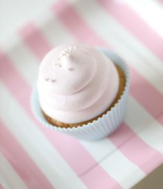 Passion 4 baking » Vanilla delicious cupcakes & pink marshmallows frosting