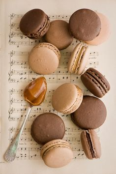 Anna Verdina – A Food Photography Genius- Anna Verdina – A Food Photography Genius Caramel Macaroons - Cream Aesthetic, Gold Aesthetic, Classy Aesthetic, Aesthetic Colors, Aesthetic Collage, Aesthetic Food, Aesthetic Vintage, Aesthetic Pictures, Aesthetic Backgrounds