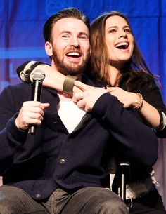 Chris Evans & Hayley Atwell at Salt Lake Comic Con Look at how freaking adorable they are.
