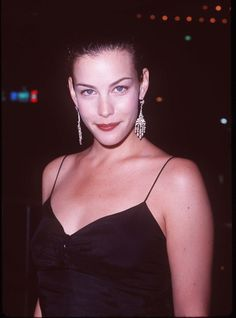 Liv Tyler has been in the spotlight nearly all her life thanks to her famous parents, model Bebe Buell and Aerosmith frontman Steven Tyler, and was one of Steven Tyler, Liv Tyler Hair, Liv Tyler 90s, Bebe Buell, Aerosmith, Grunge Hair, Perfect Woman, Beautiful Actresses, Silhouette