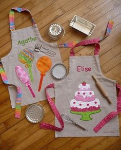 Diy Sewing Projects DIY Wrapping Gifts Inspiration So cute! - DIY Wrapping Gifts Inspiration So Fabric Crafts, Sewing Crafts, Sewing Projects, Diy Projects, Sewing For Kids, Baby Sewing, Childrens Aprons, Cute Aprons, Diy Couture