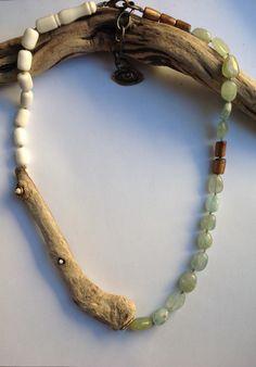 Driftwood, aquamarina and horn beads Beach Jewelry, Boho Jewelry, Jewelry Art, Jewelry Design, Unique Jewelry, Driftwood Jewelry, Wooden Jewelry, Diy Necklace, Necklaces