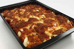 Alt i ét fad med oksekød . klik for at komme tilbage Greek Recipes, Italian Recipes, Keto Egg Salad, Good Food, Yummy Food, Danish Food, Ground Beef, Bacon, Recipies