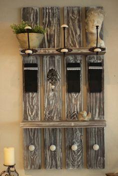 Unsere entworfene Schweden-Garderobe im gekalktem Used-Look ist eine schöne und platzsparende Idee für Euer zu Hause. An Ihr findet alles seinen Platz.Jacken,Taschen,Schirme usw. Auch die breite...