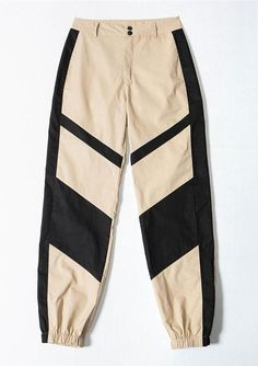 We're are totally crushin' on the Zara High Waist Cargo Pants featuring an oversized boyfriend style fit, High waist and a beautiful shade. Girls Fashion Clothes, Teen Fashion Outfits, Fashion Pants, Outfits For Teens, Trendy Outfits, Girl Fashion, Cute Comfy Outfits, Cool Outfits, Cute Sweatpants Outfit