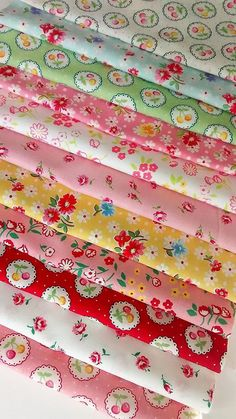 FAT QUARTERS /& SQUARES POLY COTTON SEWING FABRIC CHILDRENS NURSERY CRAFT BUNDLE