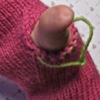 Lapaset yksipuoleisella peukalokiilalla - Punomo - käsityö verkossaPunomo - käsityö verkossa Tricot, Fingerless Gloves, Gloves