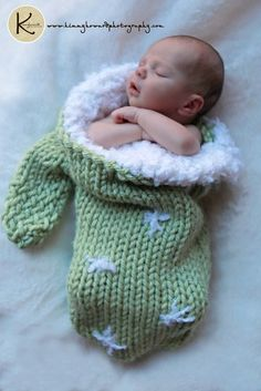 Big Knit Newborn Baby Mitten Cocoon Photo Prop Christmas Stocking in Green