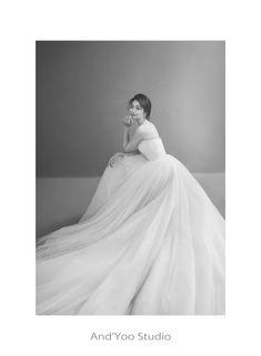 Pre Wedding Photoshoot, Bridal Shoot, Wedding Poses, Korean Wedding Photography, Studio Poses, W Dresses, Wedding Girl, Weeding Dress, Diy Wedding Decorations