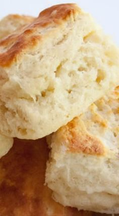 Fluffy Buttermilk Biscuits Flaky, Fluffy Southern Buttermilk Biscuits Recipe Southern Buttermilk Biscuits Made The Old Fashioned Way + secrets to making them tall and fluffy! Southern Buttermilk Biscuits 101 How To Make Southern Biscuits Homemade Sou. Bread Recipes, Cooking Recipes, Biscuit Bread, Biscuit And Gravy, Sweet Bread, Brunch, Breakfast Recipes, Breakfast Pizza, Savory Breakfast