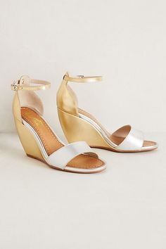 Thyme Wedges from Anthropologie Could be perfect for wedding ceremony in grass. Bridal Shoes, Wedding Shoes, Wedding Wedges, Silver Wedges, Shoe Boots, Shoes Heels, Bridesmaid Shoes, Bridesmaids, Wedges