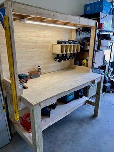 Garage Workbench Plans, Workbench Designs, Building A Workbench, Diy Workbench, Woodworking Bench Plans, Garage Tools, Woodworking Projects Diy, Woodworking Techniques, Garage Workshop Organization