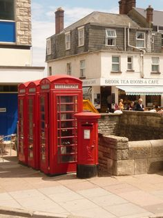 Swanage-outside the Mowlem Theatre right in the heart of town and a few yards from the seafront.