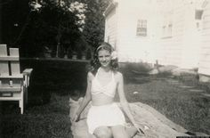 Sylvia Plath, This looks EXACTLY like me when I was a little girl-- not even kidding! It gave me chills and tears in my eyes! Looks just like my mom too when she was a kid. Silvia Plath, Dolores Haze, Anne Sexton, Writers And Poets, American Poets, I Love Books, Actors & Actresses, Beautiful, Smith College