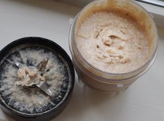 Vanilla-Fudge Frosting   (or Coconut Banana Butter)  1/2 a very-ripe large banana (80g to 100g)   4 T melted coconut butter or homemade coconut butter   1/4 tsp cinnamon   1/16th tsp salt   optional: a few drops pure vanilla extract   You can add sweetener, but it's plenty sweet on its own if you use a very-ripe banana.   To make the butter, just blend all ingredients together. (It's even better if you microwave the banana for like 10-15 seconds before adding other ingredients.) Be sure not…