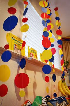 Pretty decoration idea for a Curious George Birthday Party
