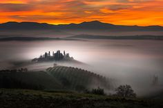 A building emerges from the early morning fog in Belvedere farm in San Quirico d'Orcia, Tuscany, Italy. The beautiful pictures were taken by Alberto Di Donato… Sunrise Images, Digital Photography School, Lofoten, Tuscany Italy, Jolie Photo, Nature Images, France, Wonderful Places, Amazing Places
