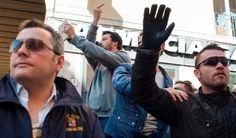 Livorno. Il discorso del leader della Lega: Liberiamo la Toscana dopo 45 anni di occupazione di sinistra: la gente si sta svegliando e il 31 maggio avremo bellissime sorprese