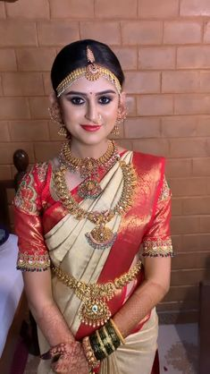 South Indian Wedding Hairstyles, South Indian Wedding Saree, Bridal Hairstyle Indian Wedding, Indian Wedding Gowns, Indian Bridal Outfits, Indian Bridal Fashion, South Indian Bride, Desi Bridal Makeup, Bridal Makeup Images