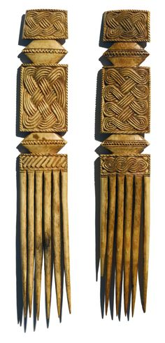 Pair of Edo Ivory Combs, Nigeria African Culture, African History, Afro Comb, Afrique Art, Art Tribal, Statues, Art Premier, Pelo Natural, Art Carved