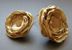 Kwiaty we włosach.....dwa satynowe w Promyczek-Art na DaWanda.com