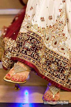 7e5e6b40675 shaadi lehengas india - Google Search Beautiful Indian Brides