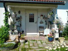Hjertetunet: Litt pynting utafor døra Porch Decorating, Patio, Decorations, Interior, Outdoor Decor, House, Home Decor, Balcony Decoration, Decoration Home
