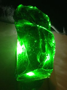 Green Stone, African Art, Lava Lamp, Gemstone Jewelry, Diy And Crafts, Table Lamp, Gemstones, Crystals, Blade