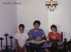 Tres amigos ó redor dunha mesa. Cedida por Ezaro.com