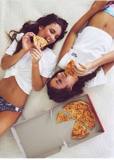 pizza, a comfy bed + your best #friends = perfect night-in