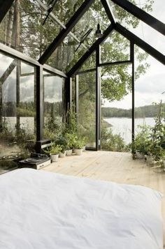 Beautiful lake view bedroom.You'd be up at 5am every morning, though!