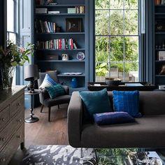 Living de casa em Londres abusa de cores sóbrias