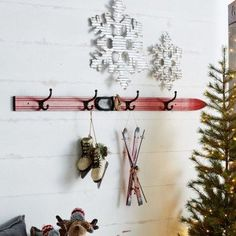 Umbrella Stand for home entryway Lodge Bathroom, Ski Lodge Decor, Christmas Stocking Hangers, Function Room, Cottage House Plans, Wall Racks, Wooden Diy, Ladder Decor, Skiing