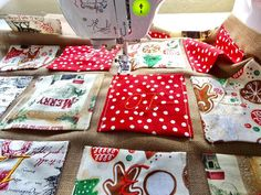 Easy Diy Christmas Gifts, Christmas Sewing, Christmas Bags, Christmas Fabric, Christmas Ideas, Advent Calander, Make An Advent Calendar, Fabric Advent Calendar, Easy Sewing Projects