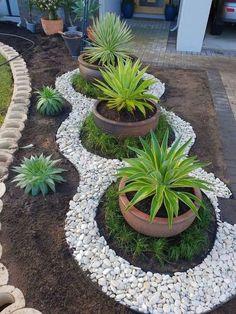40 Beautiful Gravel Garden Design Ideas To Make Your Home More Awesome - Diy Garden Gravel Garden, Garden Edging, Garden Planters, Balcony Garden, Gravel Front Garden Ideas, Diy Planters, Garden Stones, Diy Garden, Garden Projects