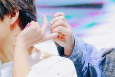 V / Kim Taehyung and Jeon Jungkook Vkook / Taekook Taekook, Love Is, Fake Love, Bts Bangtan Boy, Bts Taehyung, Hongdae, Army Love, Korean Couple, Wattpad