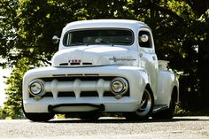 Chevy trucks aficionados are not just after the newer trucks built by Chevrolet. They are also into oldies but goodies trucks that have been magnificently preserved for long years. Old Ford Trucks, Old Pickup Trucks, Hot Rod Trucks, Cool Trucks, Dually Trucks, Lifted Trucks, Diesel Trucks, Pickup Camper, F100 Truck