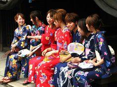 Yukata / 浴衣 - Jpg.736x552 Wikipedia