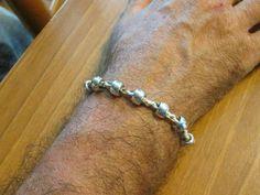 Braccialetto da uomo con perline metalliche