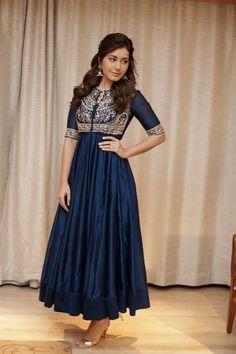 Raashi khanna in blue salwar stills Designer Party Wear Dresses, Kurti Designs Party Wear, Kurta Designs, Blouse Designs, Heavy Dresses, Blue Dresses, Long Dresses, Dress Indian Style, Indian Outfits