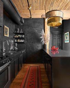 Design trend 2019 black kitchen countertop 00014 ~ Home Decoration Inspiration Black Kitchen Cabinets, Black Kitchens, Home Kitchens, Dark Cabinets, Black And Red Kitchen, Kitchen Counters, Upper Cabinets, Kitchen Cabinetry, Kitchen Backsplash