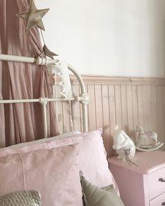 Numero74 dusty pink canopy, crown & gold mini star garland